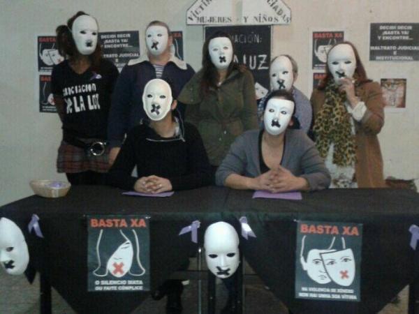 Mulleres de Ve-la luz, en folga de fame desde hai 15 días