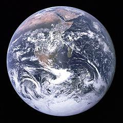 «A bóla azul»: A Terra vista desde o Apollo 17 (fonte: http://en.wikipedia.org/wiki/File:The_Earth_seen_from_Apollo_17.jpg)
