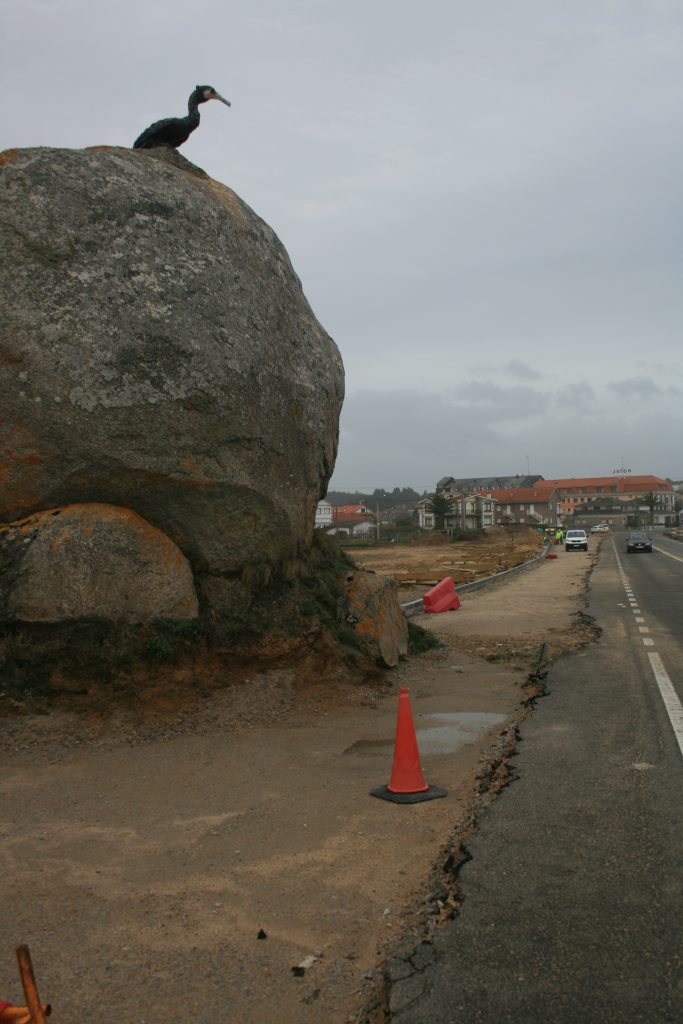 Destrucción da formación rocosa do con de cormorán.